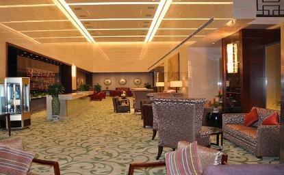 多元锦江大饭店雄踞西海岸核心地段,距青岛机场78公里,金沙滩和银沙滩